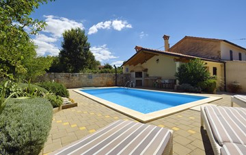 Charming villa for up to 8 persons, with pool and kids playground