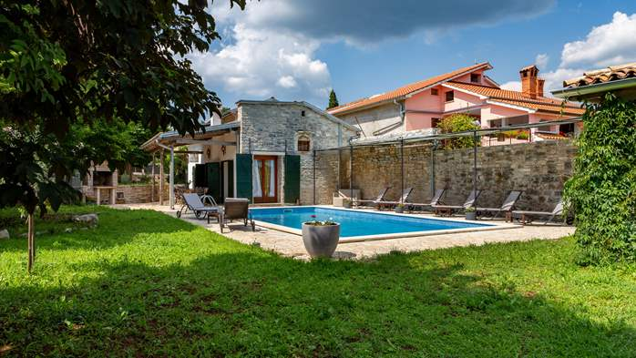 Beautiful villa, completely fenced, private pool, WiFi, 2
