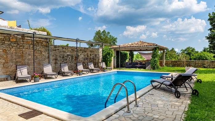 Beautiful villa, completely fenced, private pool, WiFi, 6