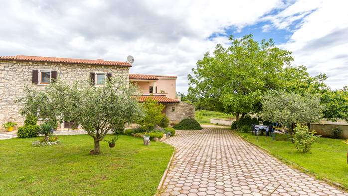 Beautiful Istrian house with landscaped garden, BBQ, parking, 14