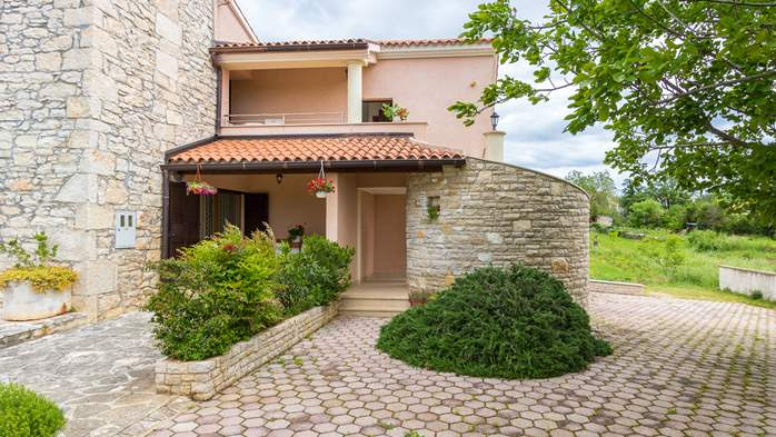 Beautiful Istrian house with landscaped garden, BBQ, parking, 16