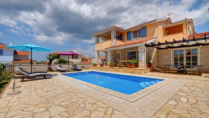 Two-storey villa, with swimming pool, sun terrace, WiFi, 12