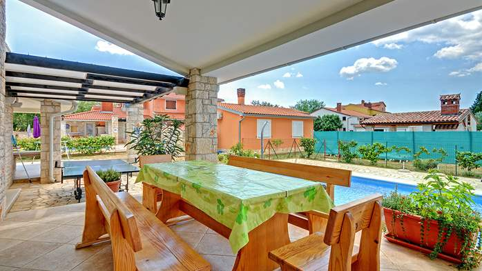 Two-storey villa, with swimming pool, sun terrace, WiFi, 14