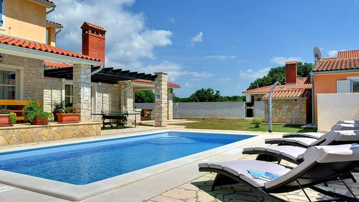 Two-storey villa, with swimming pool, sun terrace, WiFi, 5