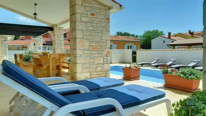Two-storey villa, with swimming pool, sun terrace, WiFi, 8