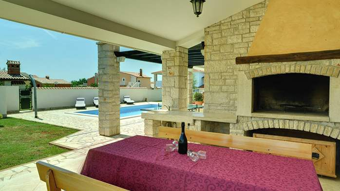 Two-storey villa, with swimming pool, sun terrace, WiFi, 10
