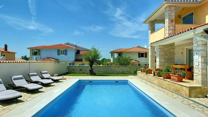 Two-storey villa, with swimming pool, sun terrace, WiFi, 6