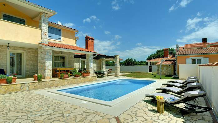 Two-storey villa, with swimming pool, sun terrace, WiFi, 7