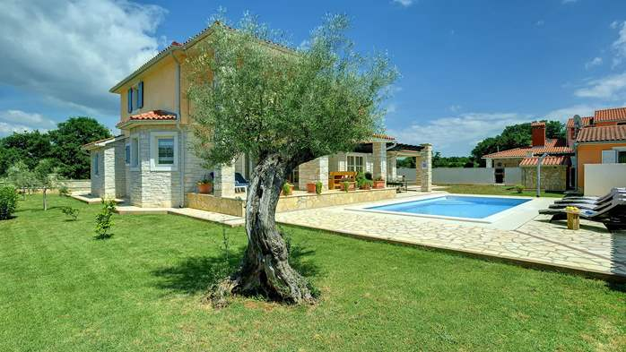 Two-storey villa, with swimming pool, sun terrace, WiFi, 4