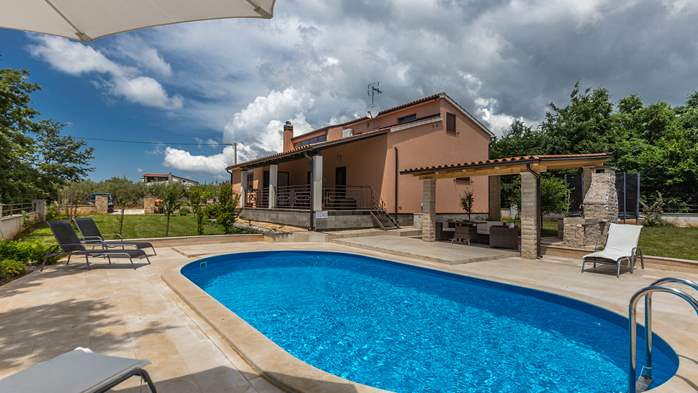 Villa with five bedrooms and private heated pool, 4