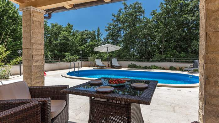 Villa with five bedrooms and private heated pool, 11
