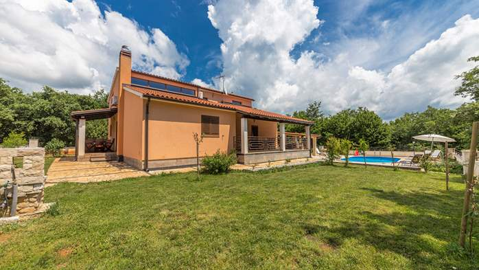 Villa with five bedrooms and private heated pool, 7