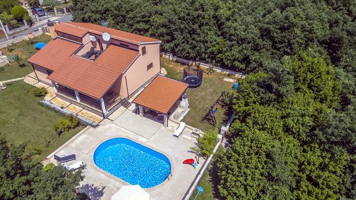Villa with five bedrooms and private heated pool, 3