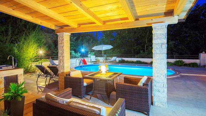 Villa with five bedrooms and private heated pool, 15