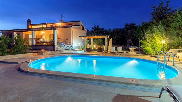 Villa with five bedrooms and private heated pool, 13