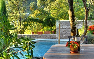 Villa with private pool, summer kitchen with a wood oven and BBQ