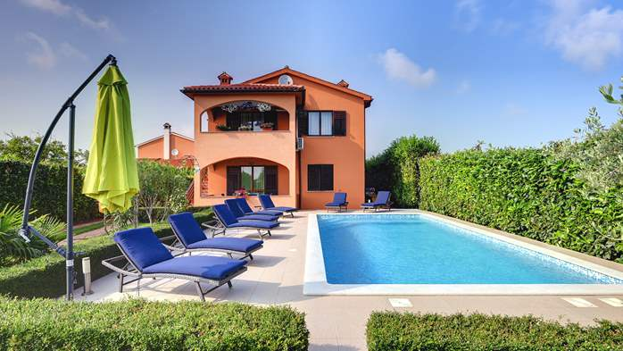 Villa with pool, gym, sun terrace, barbecue, SAT-TV, 1
