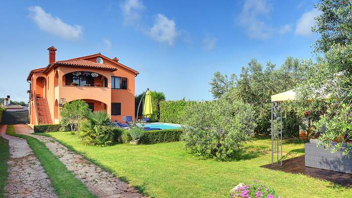 Villa with pool, gym, sun terrace, barbecue, SAT-TV, 6