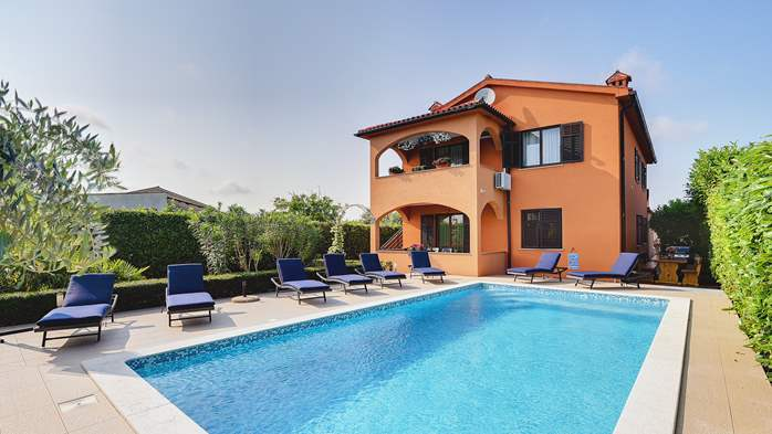 Villa with pool, gym, sun terrace, barbecue, SAT-TV, 5