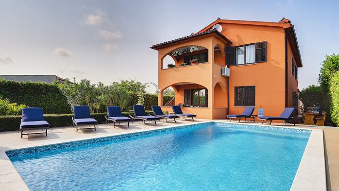 Villa with pool, gym, sun terrace, barbecue, SAT-TV, 4