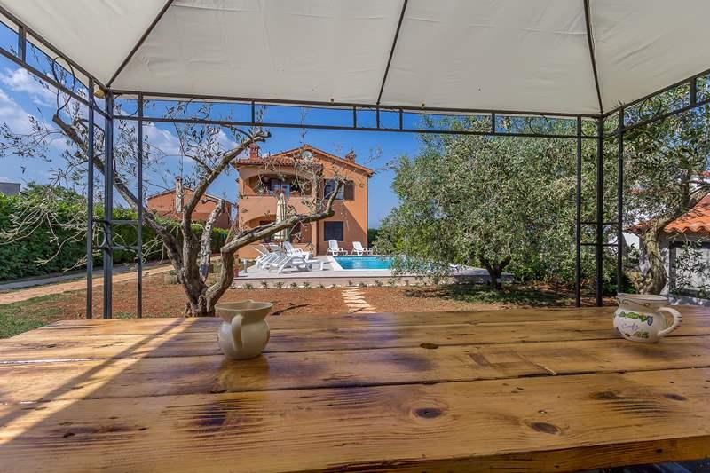 Prenotate questa villa su 2 piani con piscina e palestra a i an - Palestra con piscina ...