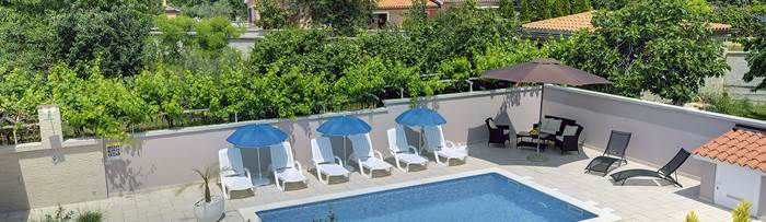 Villas with pool in Medulin