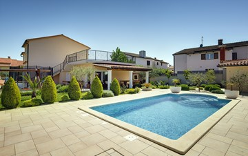Modern villa in Medulin, with swimming pool, gym and Wi-Fi