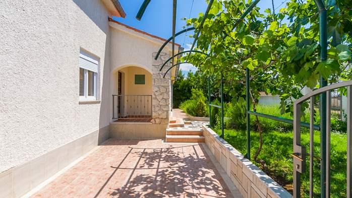 Charming holiday home in Premantura, 3 bedrooms, garden, Wi-Fi, 4