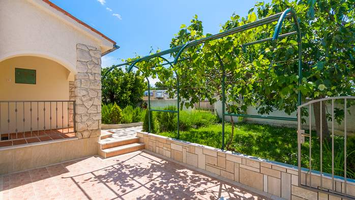 Charming holiday home in Premantura, 3 bedrooms, garden, Wi-Fi, 9