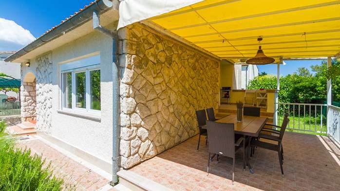Charming holiday home in Premantura, 3 bedrooms, garden, Wi-Fi, 10
