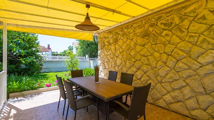 Charming holiday home in Premantura, 3 bedrooms, garden, Wi-Fi, 12