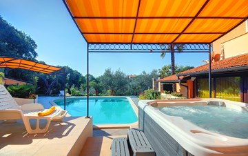 Villa with 5 bedrooms, private pool, billiards, volleyball