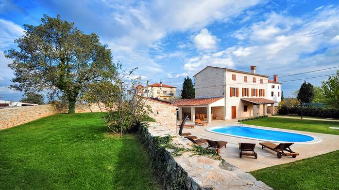 Classy villa with private pool, sauna, sun terrace, Wi-Fi, SAT-TV, 5