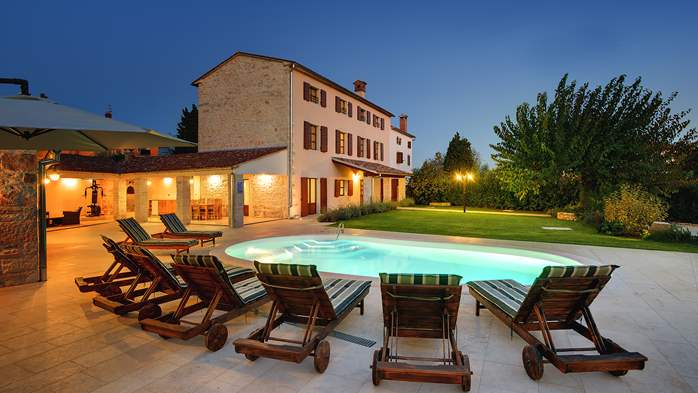 Classy villa with private pool, sauna, sun terrace, Wi-Fi, SAT-TV, 1