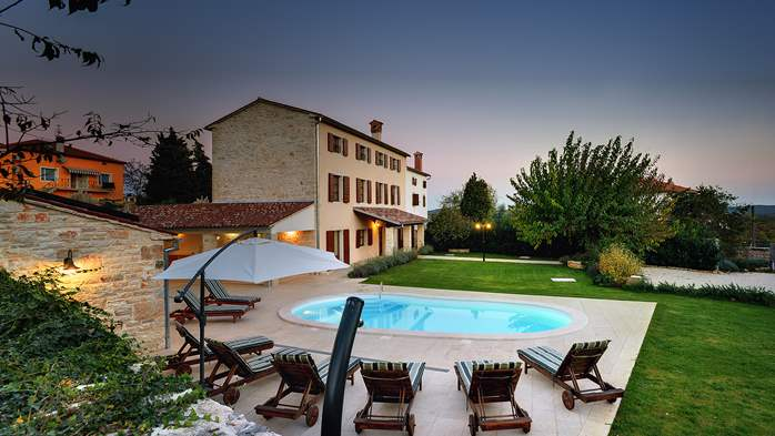 Classy villa with private pool, sauna, sun terrace, Wi-Fi, SAT-TV, 4