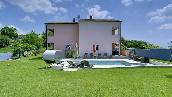 Delightful villa on two floors with heated pool, sauna and gym, 5