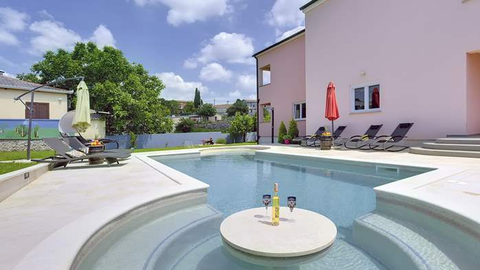 Delightful villa on two floors with heated pool, sauna and gym, 3