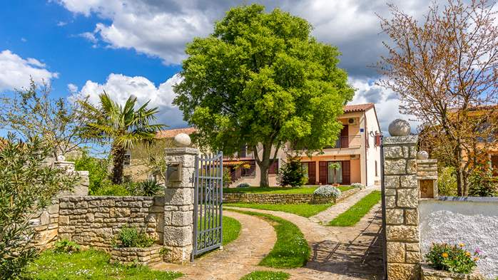 Lovely house on fenced plot in rural Istria, with charming garden, 14