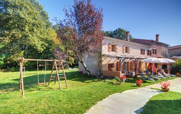 Villa on 2 floors, with pool and terrace in central Istria