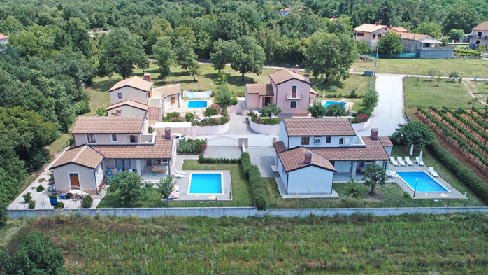 Villa on two floors with private pool, close to Poreč, 7