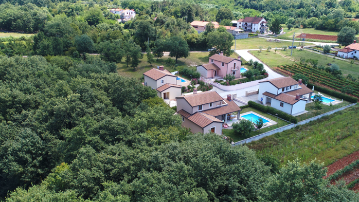 Villa on two floors with private pool, close to Poreč, 8
