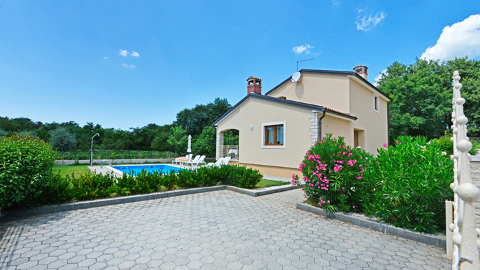 Villa on two floors with private pool, close to Poreč, 4