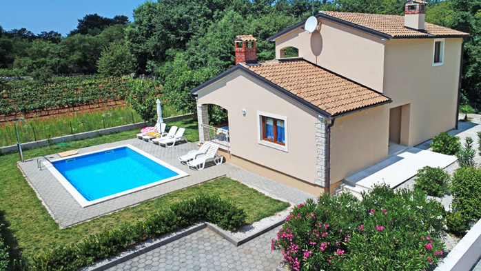 Villa on two floors with private pool, close to Poreč, 5