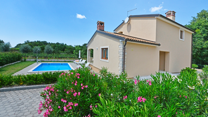 Villa on two floors with private pool, close to Poreč, 1
