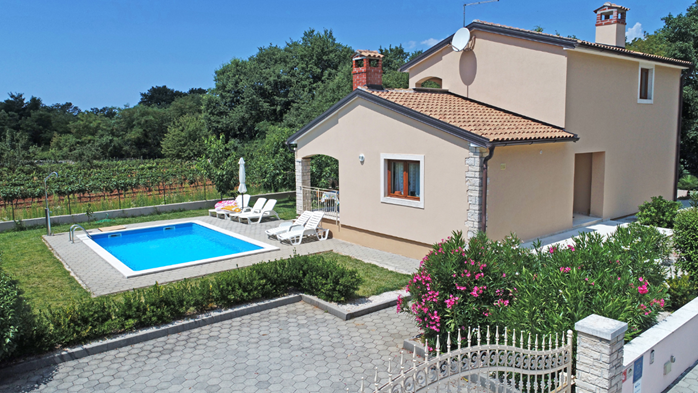Villa on two floors with private pool, close to Poreč, 2