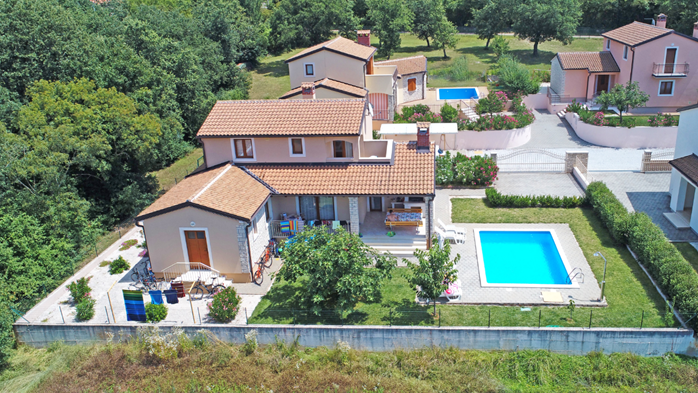 Villa on two floors with private pool, close to Poreč, 6