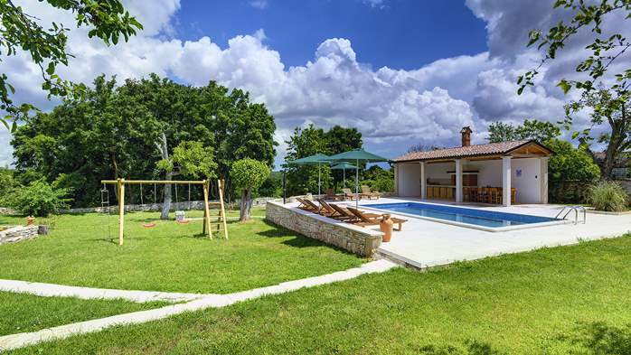 Stone villa with private pool, BBQ, volleyball court, 16 people, 2