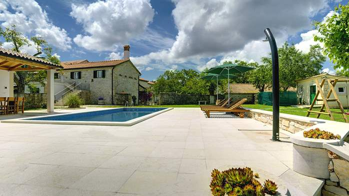 Stone villa with private pool, BBQ, volleyball court, 16 people, 6
