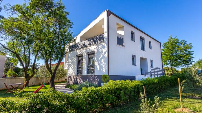 Modern house in Štinjan presents nice apartments with terrace, 11