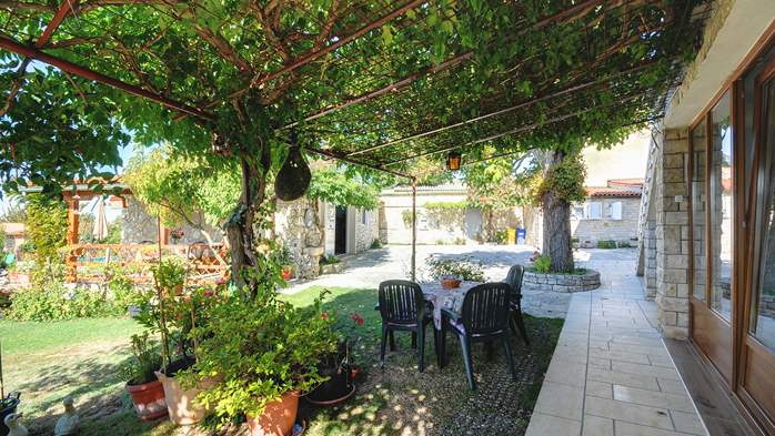 Beautiful rural oasis with apartments in quiet location in Istra, 23